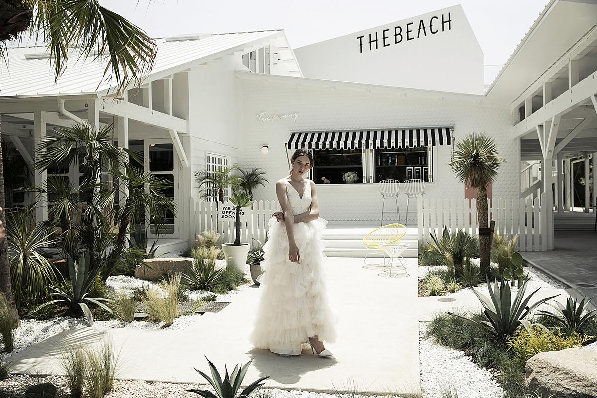 アメリカ西海岸のビーチハウスをモチーフにしたウエディングステージ