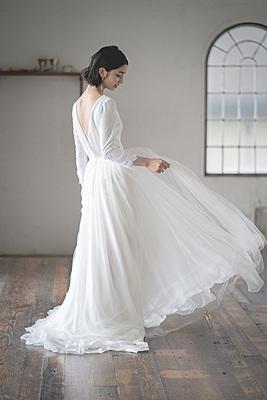 タイトスリーブドレス