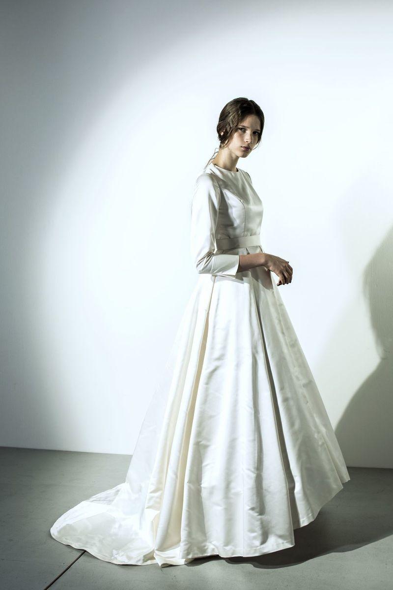 サテンロングスリーブクラシックドレス