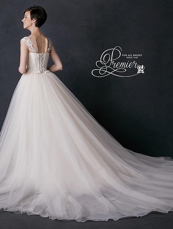 ロイヤルウエデイングをイメージしたドレス