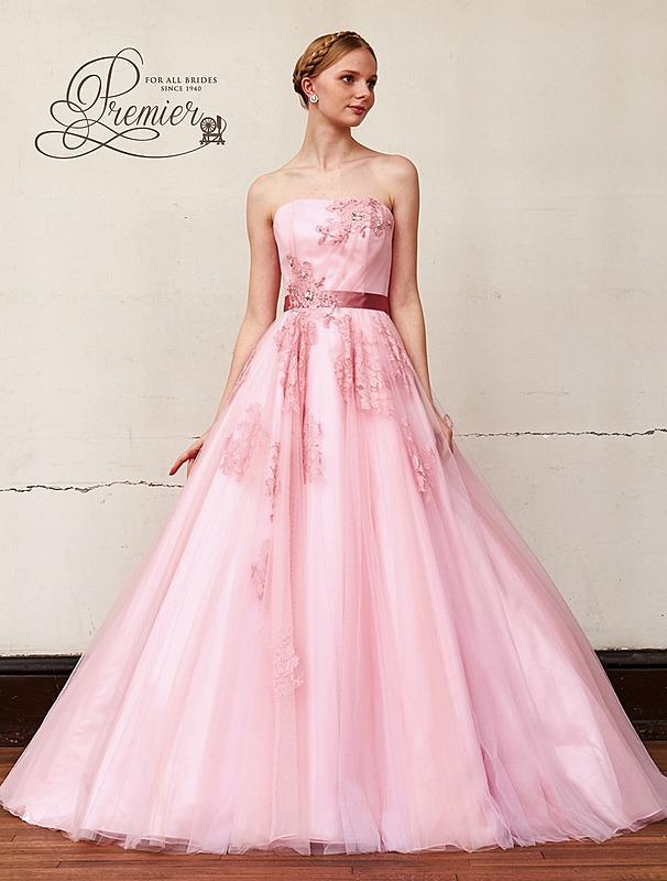 透明感のあるシックなドレス