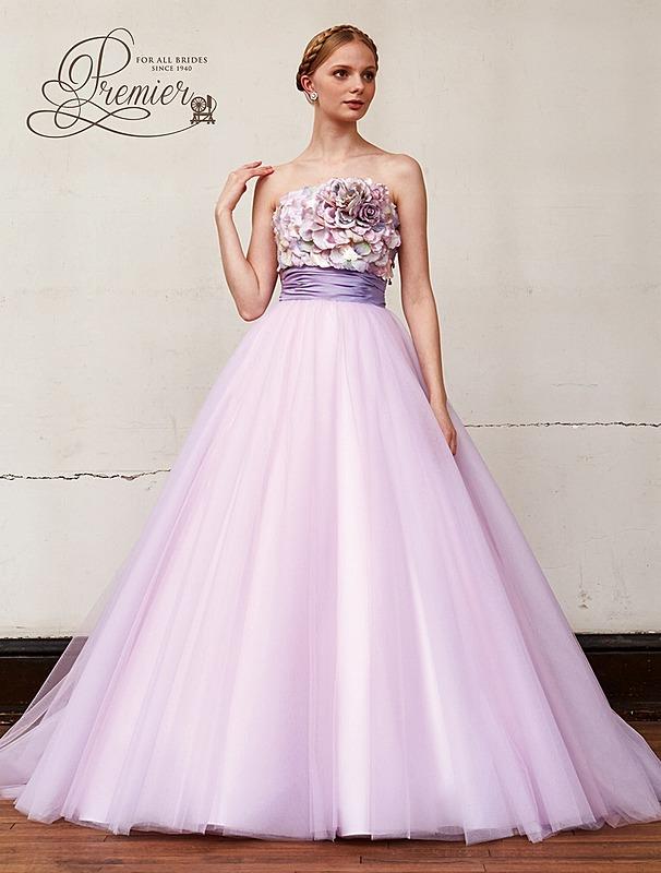 フェアリーなデザインのカラ―ドレス