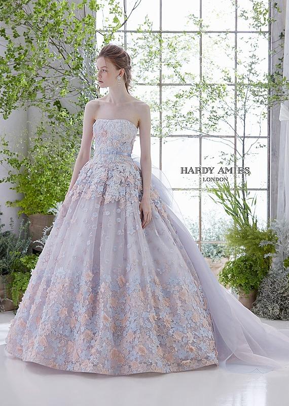フラワーモチーフのエンブレースドレス