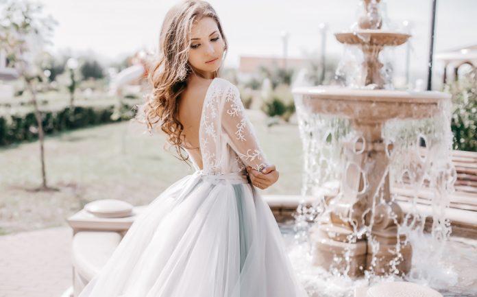 2bd01d0ba0b85 購入するメリットは?ウエディングドレスを賢く買う方法|結婚式やアイテムのお役立ち情報がいっぱい! Choole MAGAZINE