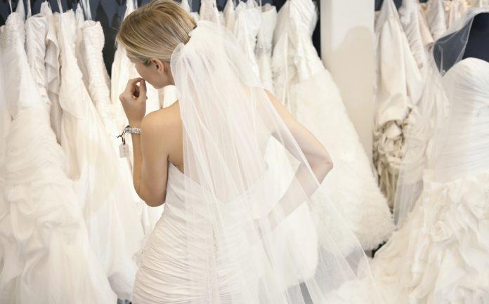 78f906724b516 ウエディングドレスはレンタルor購入?メリットとデメリットまとめ|結婚式やアイテムのお役立ち情報がいっぱい! Choole MAGAZINE