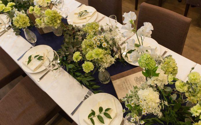 ゲストのテーブルはどうする 結婚式のテーブル装花のコーディネート