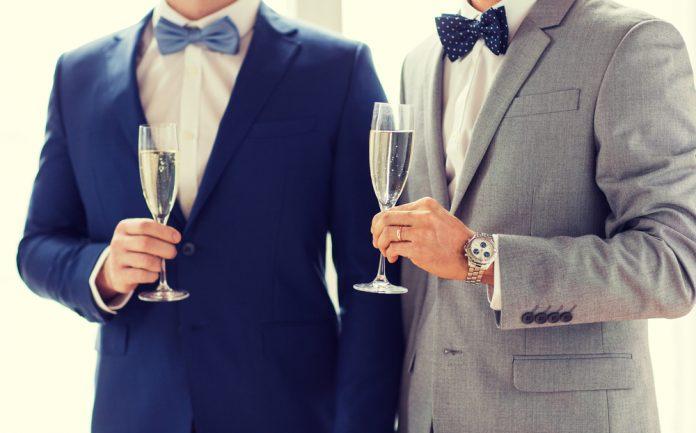 6db3b204f14eb  男性ゲスト向け 結婚式に出席する際の服装マナー&スーツの選び方|結婚式やアイテムのお役立ち情報がいっぱい! Choole MAGAZINE