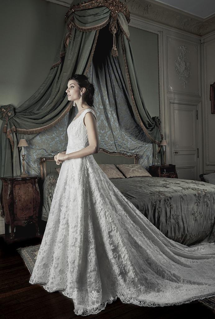 オーセンティックのウェディングドレス