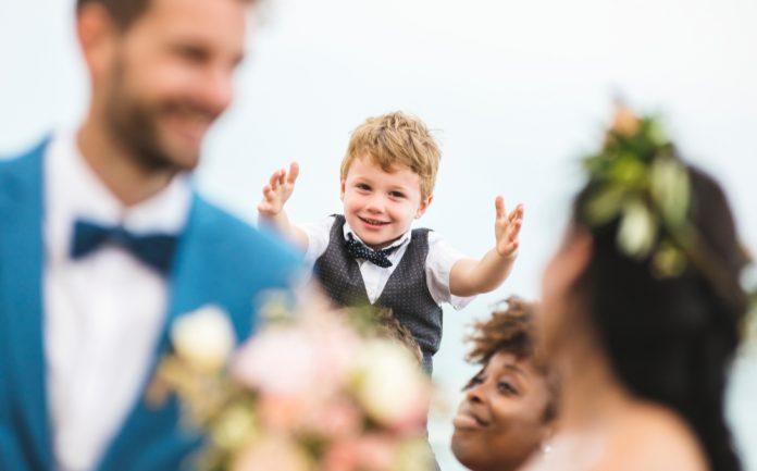 1bbcd275371b4 子供連れの結婚式お呼ばれマナー。ご祝儀・服装・持ち物リスト付き|結婚式やアイテムのお役立ち情報がいっぱい! Choole MAGAZINE