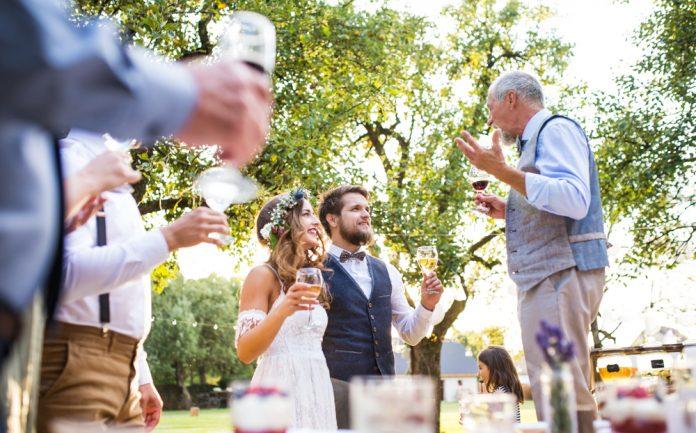6afecb6c73d91 結婚式の祝辞を頼まれたら…「頼んでよかった!」と言われる主賓挨拶例 結婚式やアイテムのお役立ち情報がいっぱい! Choole MAGAZINE
