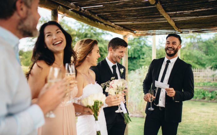 結婚式の乾杯挨拶 どうするのがスマート 例文 シミュレーション