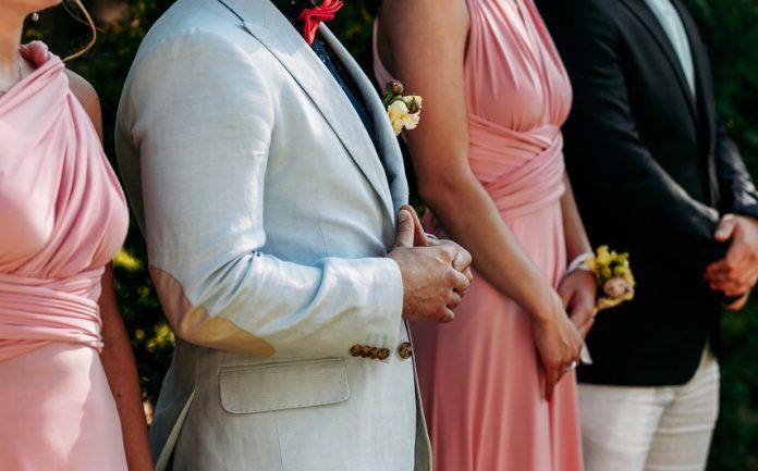 16cbe6d685a7d  結婚式お呼ばれマナーまとめ ご祝儀・服装・スピーチ・受付・二次会まるわかり! 結婚式やアイテムのお役立ち情報がいっぱい! Choole  MAGAZINE